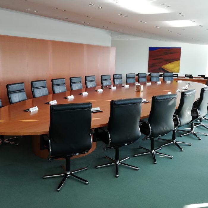 Tisch der Bundesregierung im Bundeskanzleramt