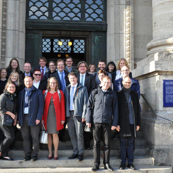 Gruppenfoto der Kleinen Studienfahrt 2019 nach Hamburg